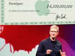 tim-cook-also-has-a-cleaner-signature-which-indicates-family-pride