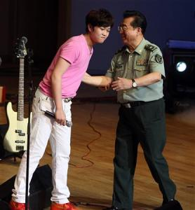 Li Tianyi and his father Li Shuangjiang, a general of the Chinese People's Liberation Army who gained fame singing revolutional songs decades ago